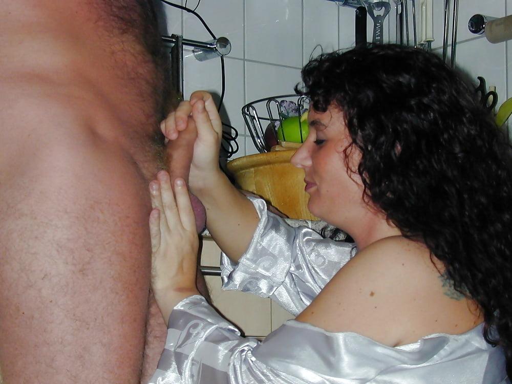 Жена мужу бреет член, дала прям в туалете