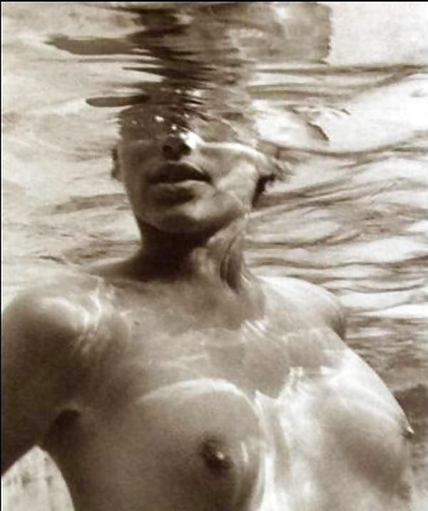 Alanis morissette fully nude