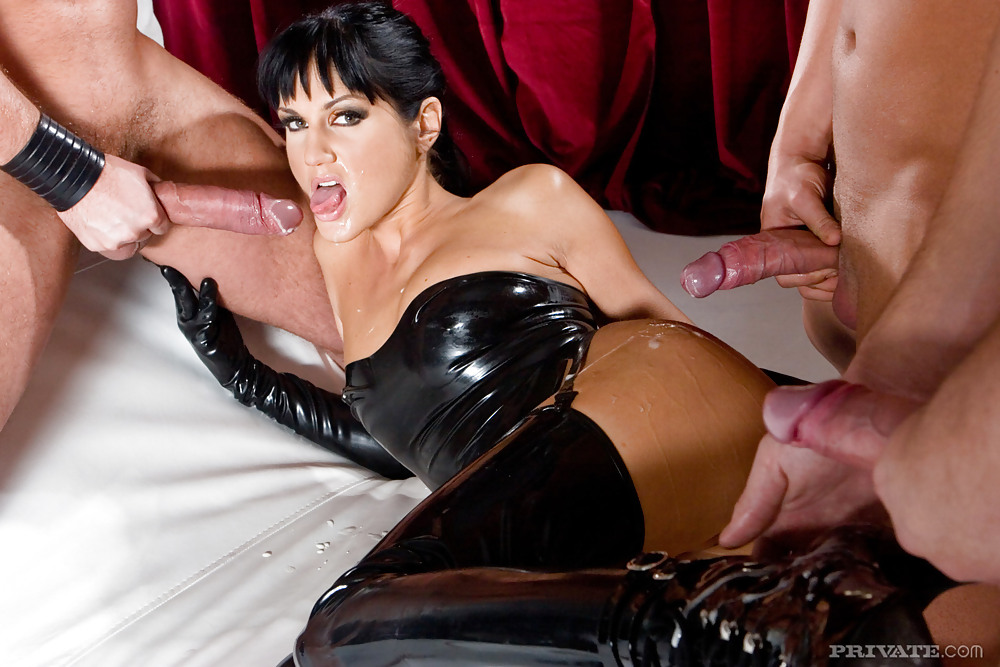 Beauty Euro Short Haired In Latex Fucking Taking Both Holes 1