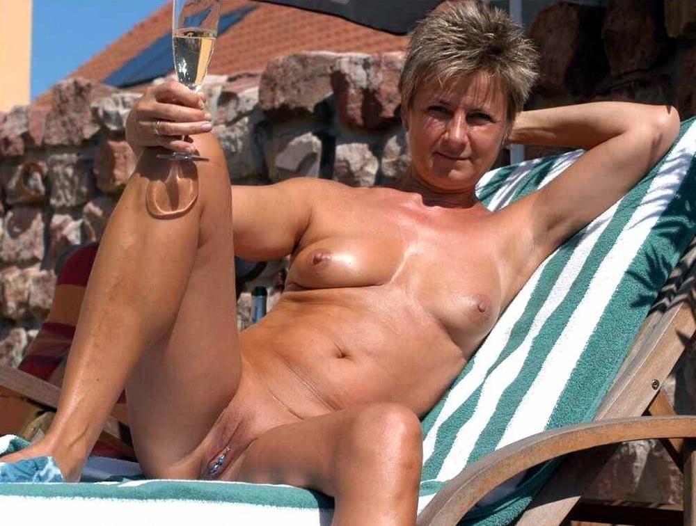 Free mature nude thumbnail woman
