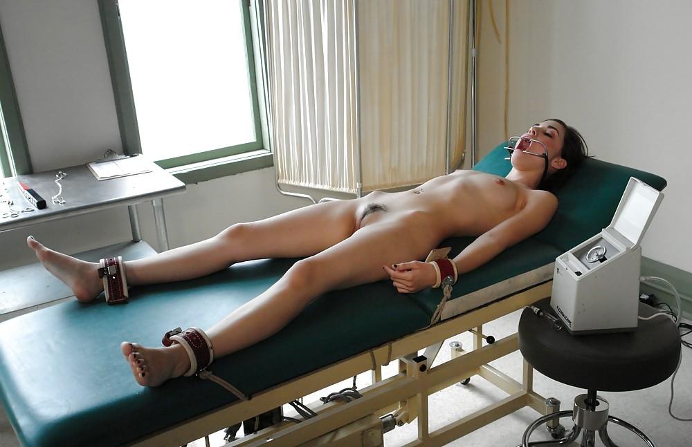 Naked women having surgery — pic 11