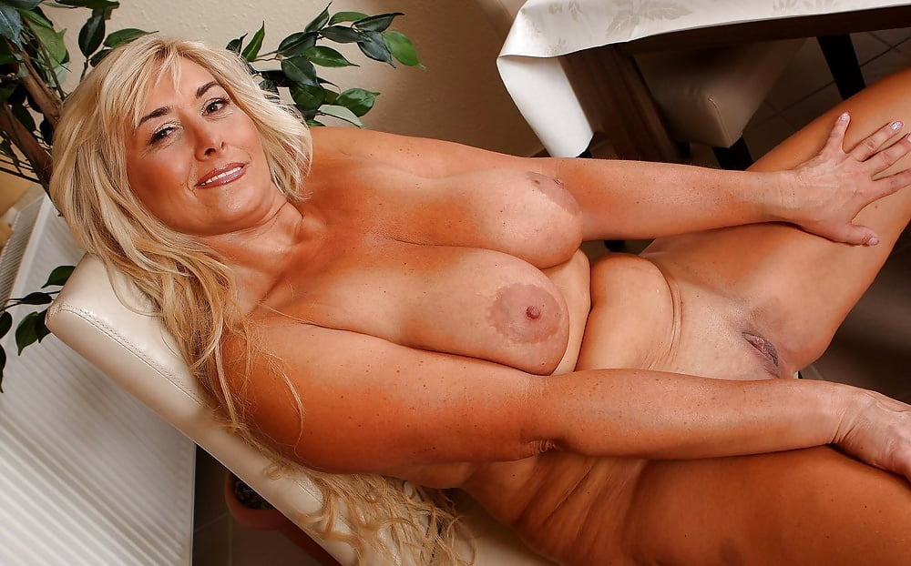 naked-pics-of-forty-year-old-woman