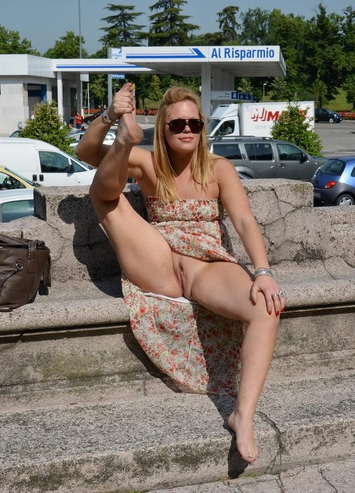 Amateur public pussy flash — pic 15