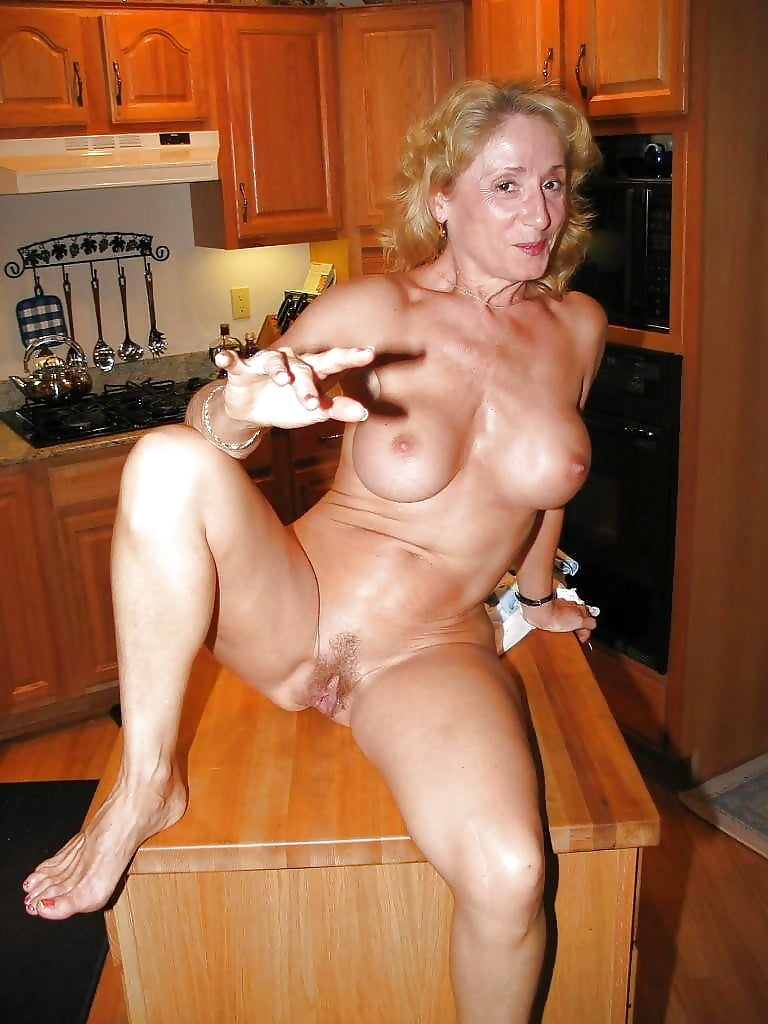 Good old fashioned naked milf — photo 9