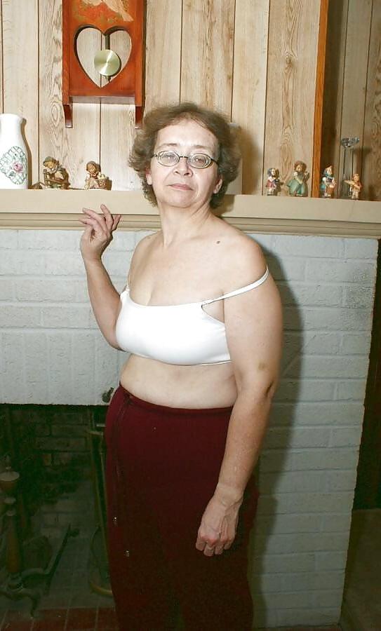 Fat Ugly Bbw Spreads Pussy