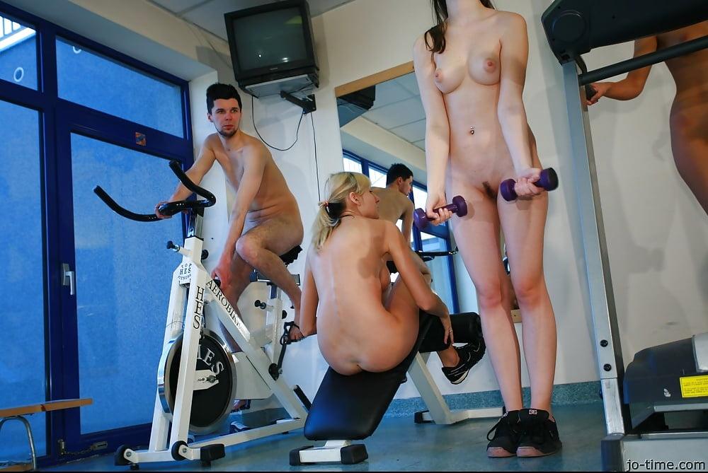 Эротика на спортзале тоже начинают