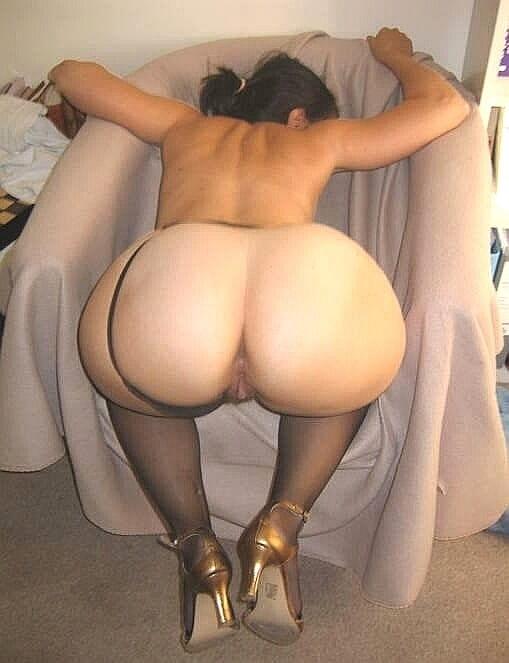 Big ass wife bending over nude — img 12