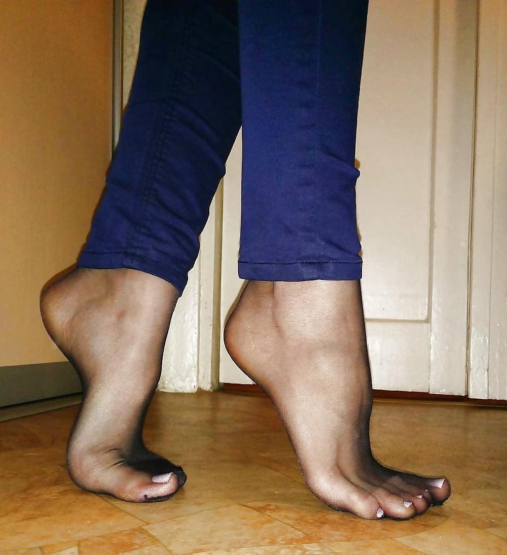 Wearing pantyhose under jeans