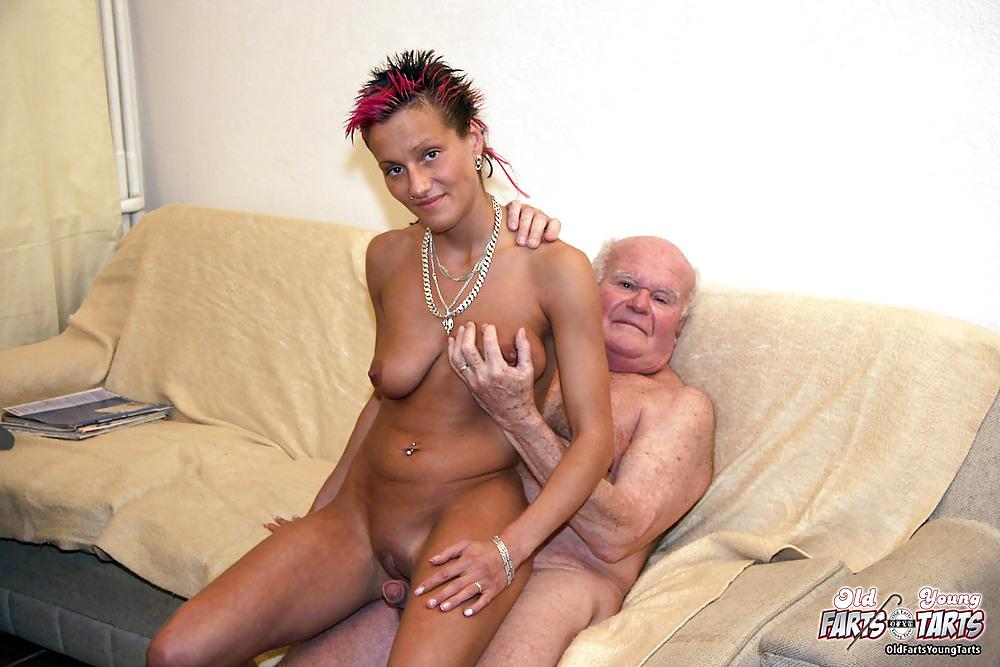 фото девушки с большими сиськами и стариком