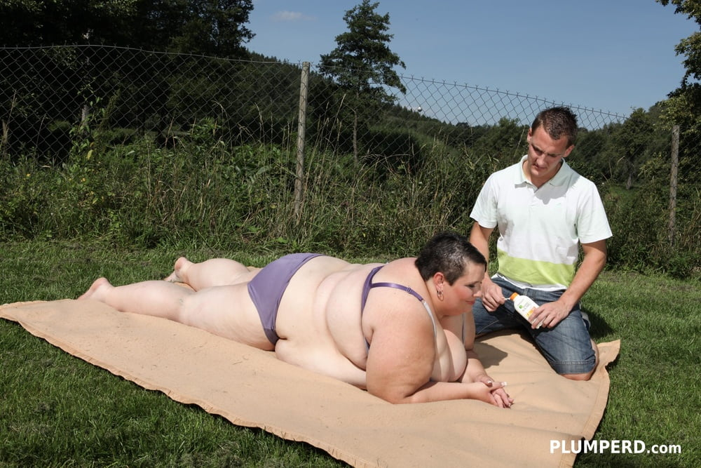 The largest mature bitch from Czech Republic - 19 Pics