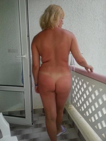 nackte blondinen mit tan linien