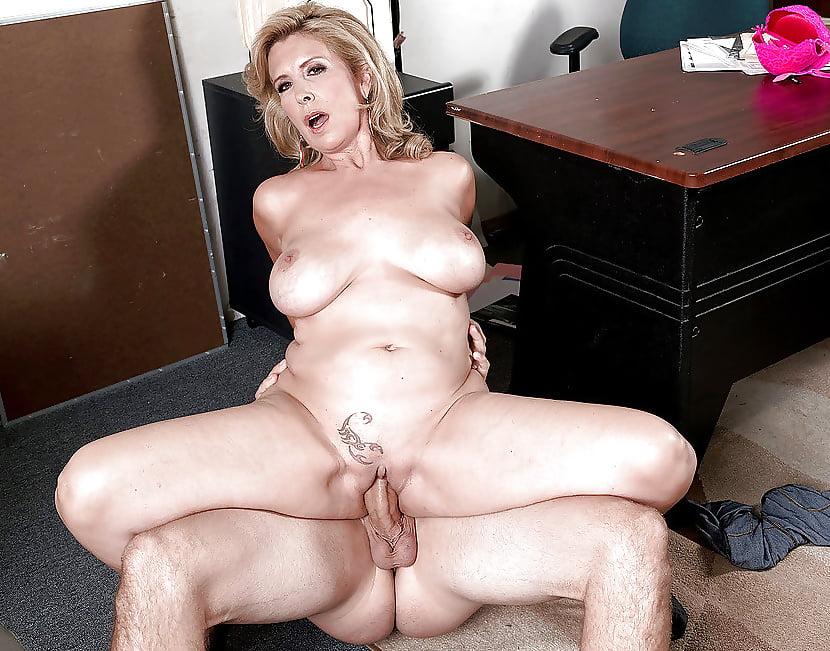 amateur-girl-ideal-mom-milf
