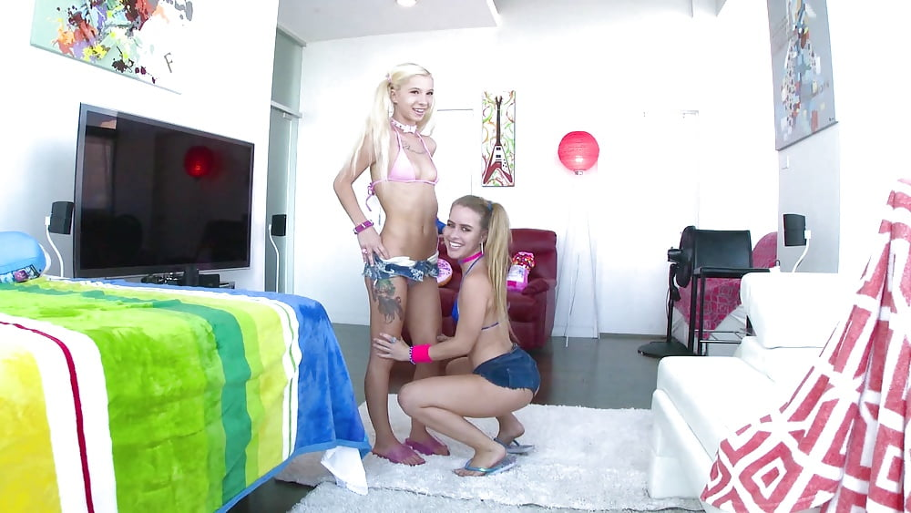 super-hot-blonde-selling-house-video